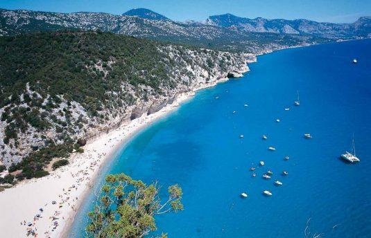 Escursioni in gommone crociere Cala Gonone DOLMEN Boat Rental