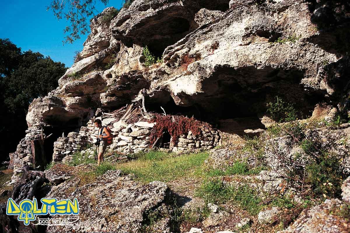 Trekking ed escursioni nel territorio Cala Gonone DOLMEN Boat Rental